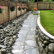 backyard-with-beautiful-river-rocks1-634x476